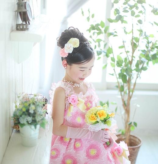 ピンクのドレスの女の子