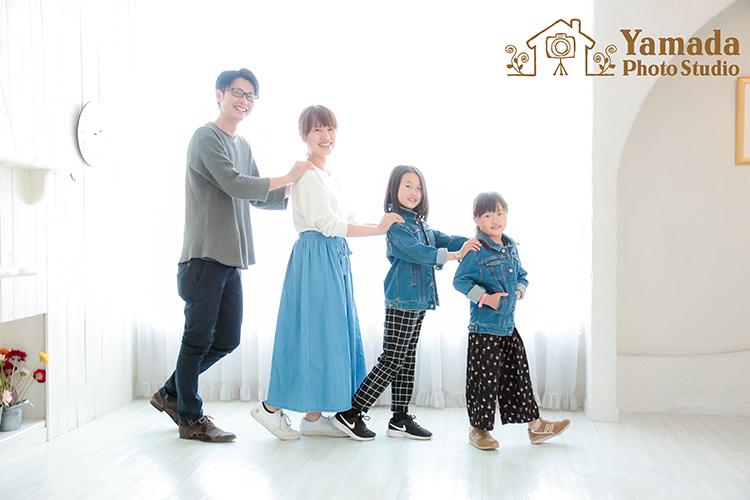 家族写真お揃いポーズ背の順