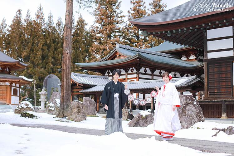 慈雲寺さんガーランドお寺和装雪景色