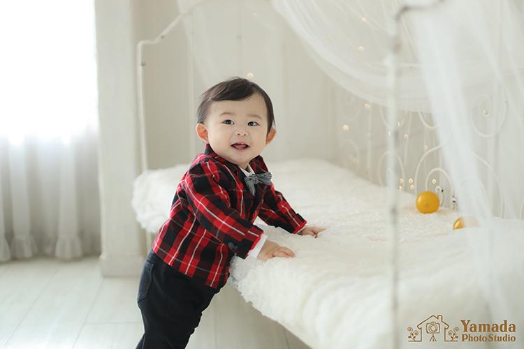 1歳誕生日笑顔ボール遊び