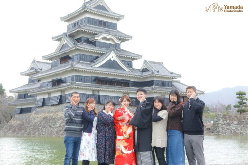 家族写真仲良し松本城前撮り